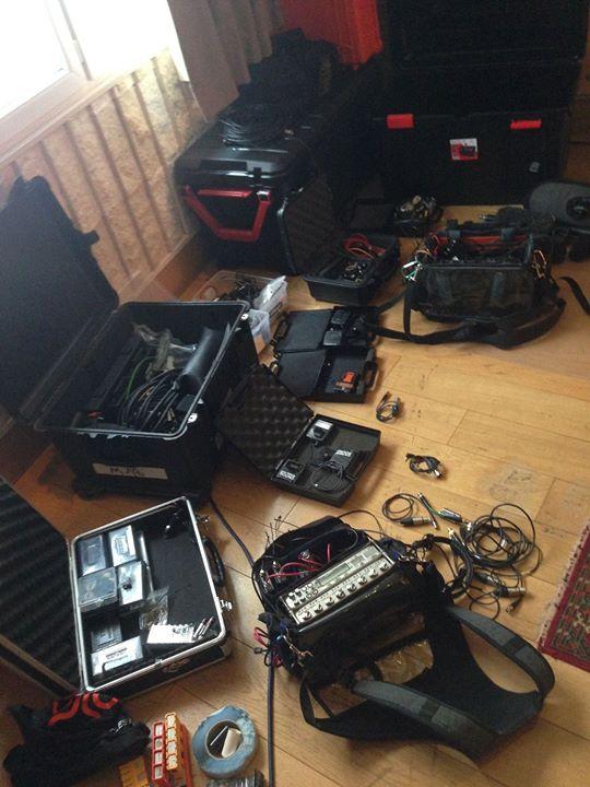ça se prépare un tournage... pour en savoir plus sur le programme du jour http://www.satellifax.com/2016/03/23/france-3-kayenta-warner-tournage-ce-jeudi-de-la-fiction-hybride-bunny-tonic